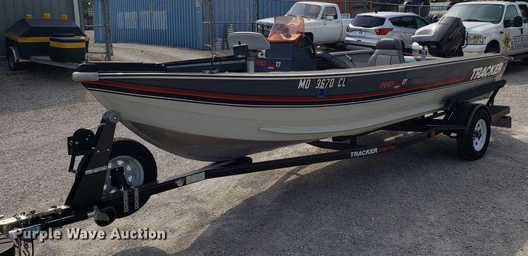 1989 Tracker Pro Deep boat