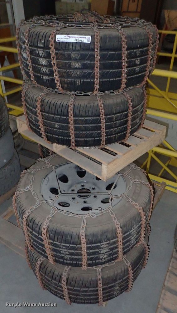 (6) Goodyear P265/60R17 tires and wheels