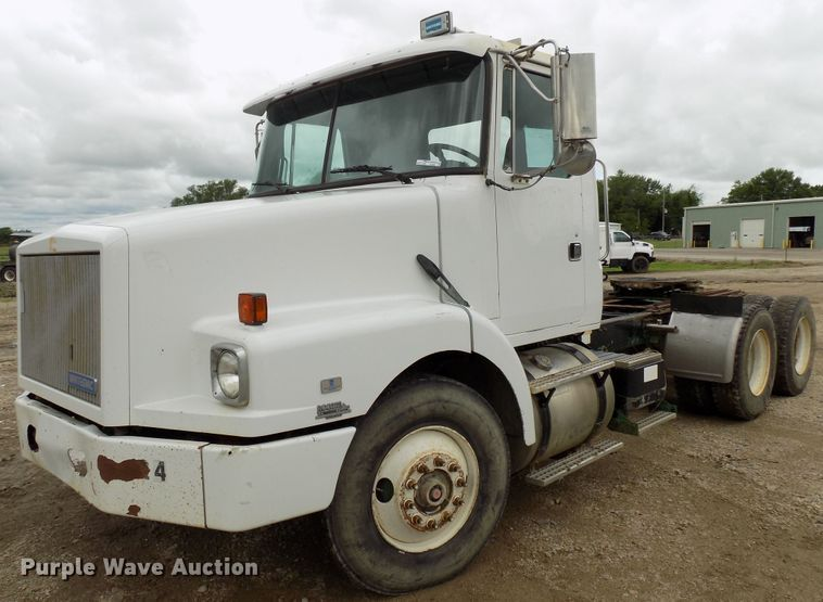 1995 White GMC WG semi truck