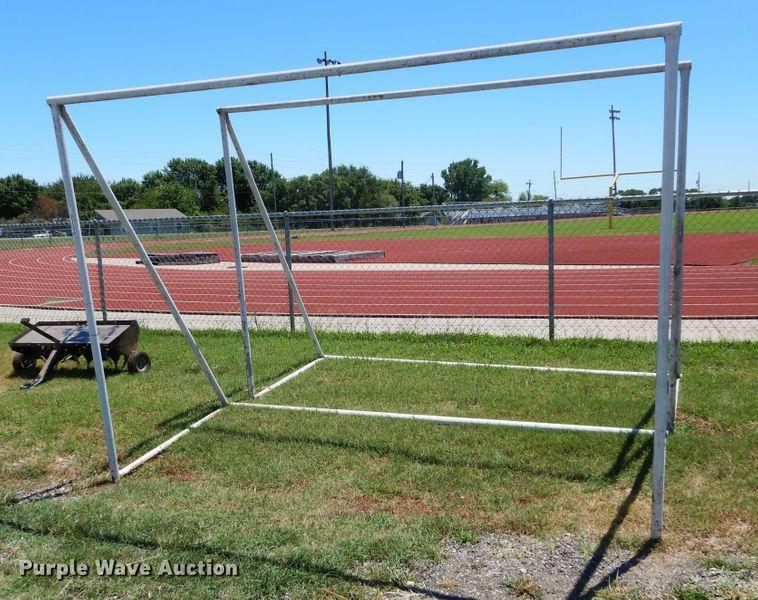 (2) soccer goals
