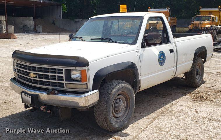 1990 Chevrolet Cheyenne 2500 pickup truck