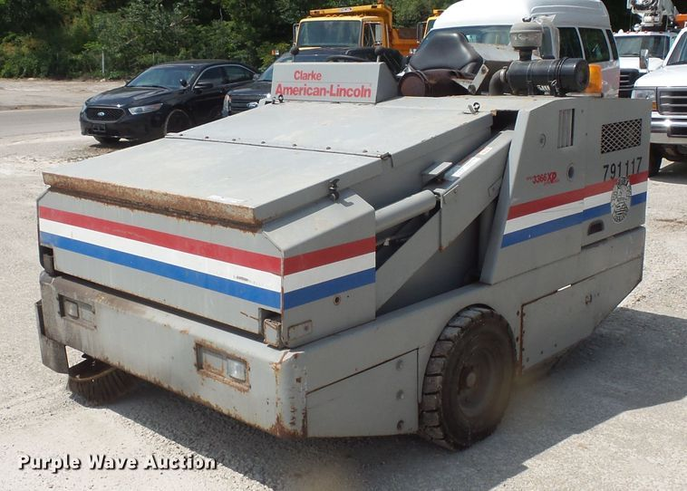 Clarke American Lincoln 3366XP sweeper