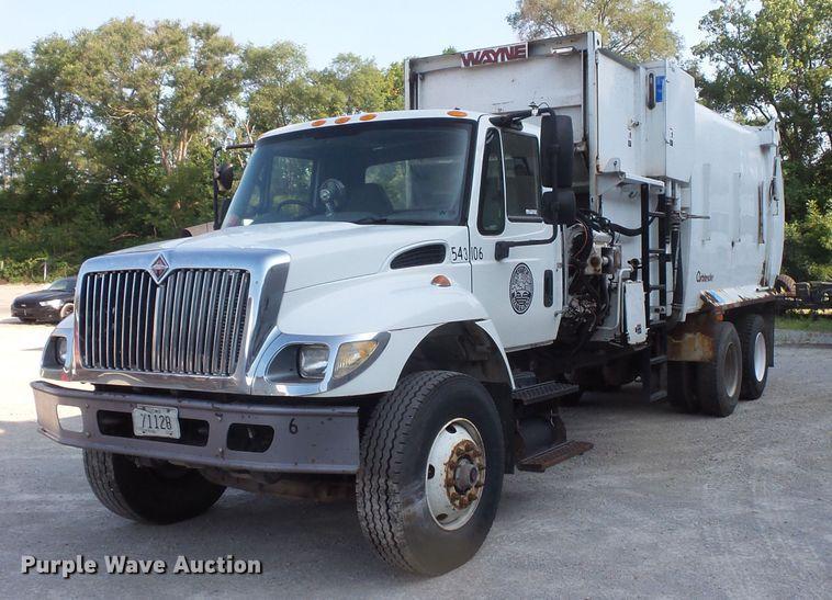 2006 International 7400 refuse truck
