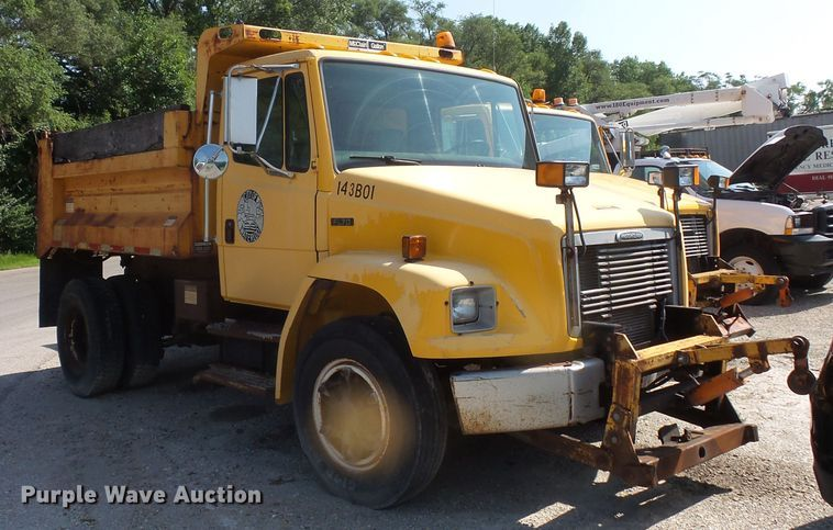 2000 Freightliner FL70 dump truck