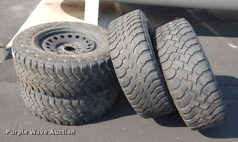 (4) Hankook 265/70R17 tires and wheels