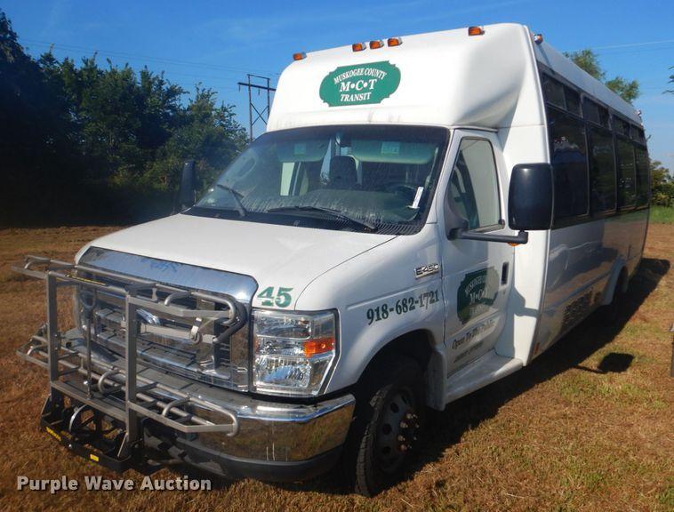 2009 Ford E450 shuttle bus