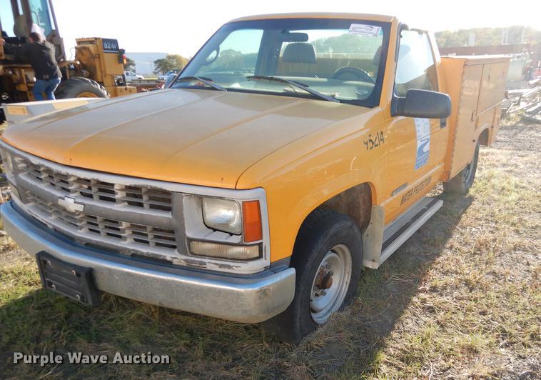 1998 Chevrolet Cheyenne 2500 utility bed pickup truck