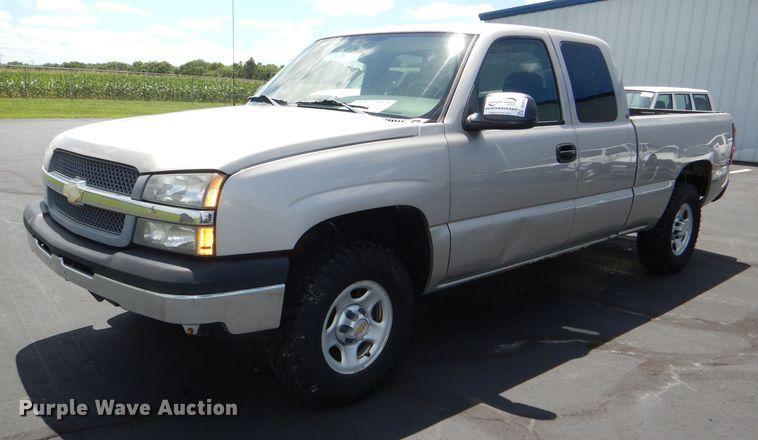 2004 Chevrolet Silverado 1500 Ext. Cab pickup truck