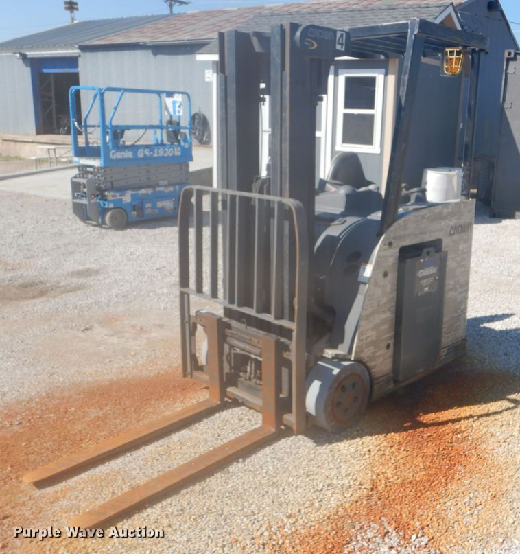 Crown RC5530-30 forklift