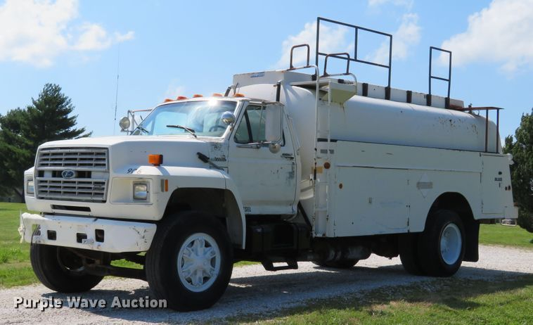 1991 Ford F800 fuel truck