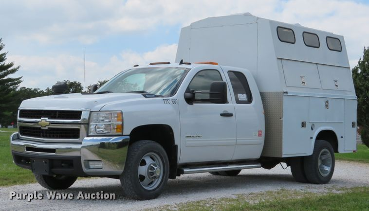 2010 Chevrolet Silverado 3500HD Ext. Cab utility bed pickup truck