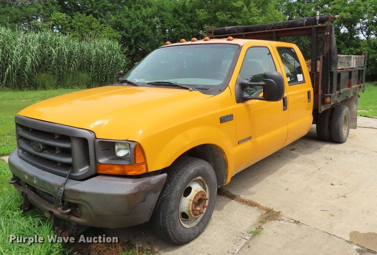 2001 Ford F350 Super Duty Crew Cab dump bed pickup truck