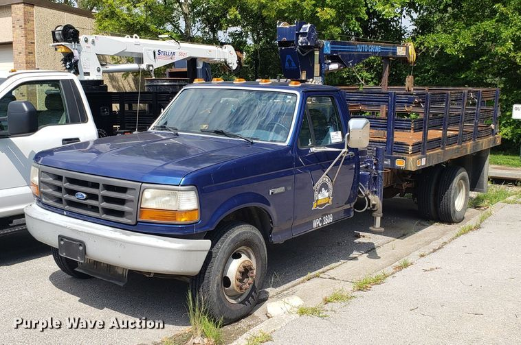 1996 Ford F450 Super Duty flatbed truck with crane