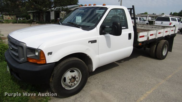 1999 Ford F350 Super Duty flatbed pickup truck