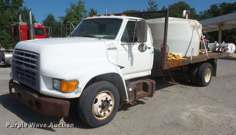 1998 Ford F700 flatbed truck with pressure washer