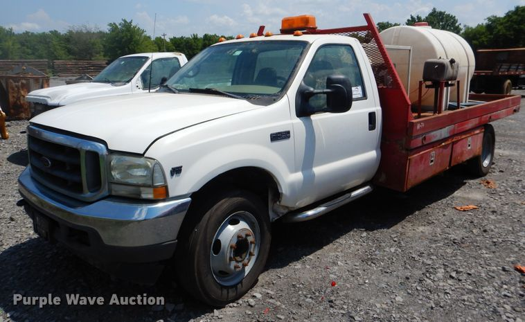 2002 Ford F450 Super Duty flatbed truck
