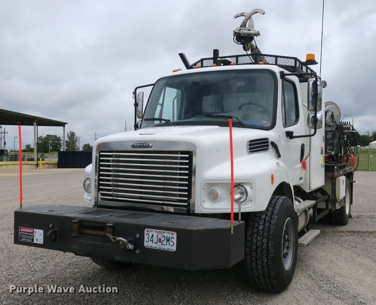 2009 Freightliner Business Class M2 drilling rig truck