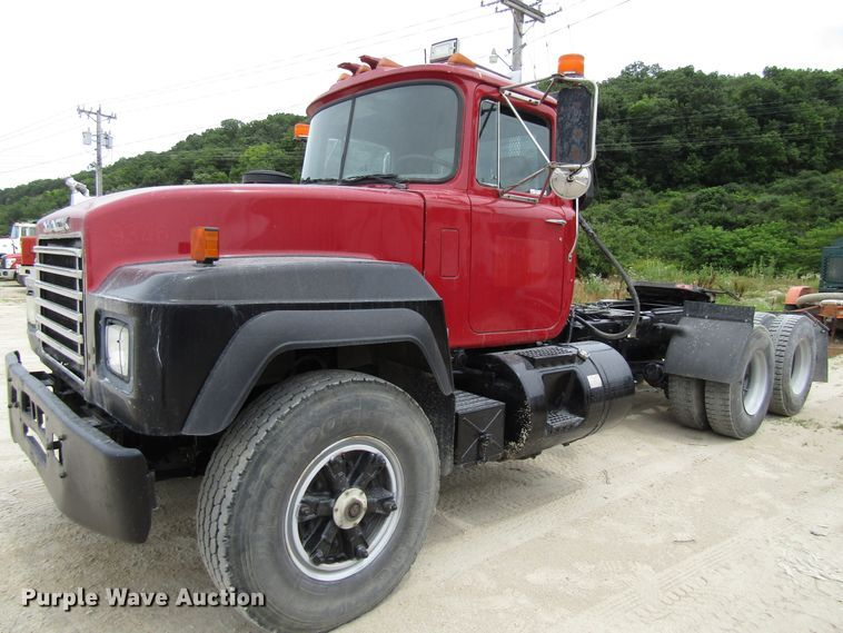 1993 Mack RD690S truck cab and chassis
