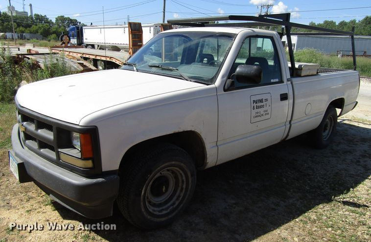 1993 Chevrolet C1500 pickup truck