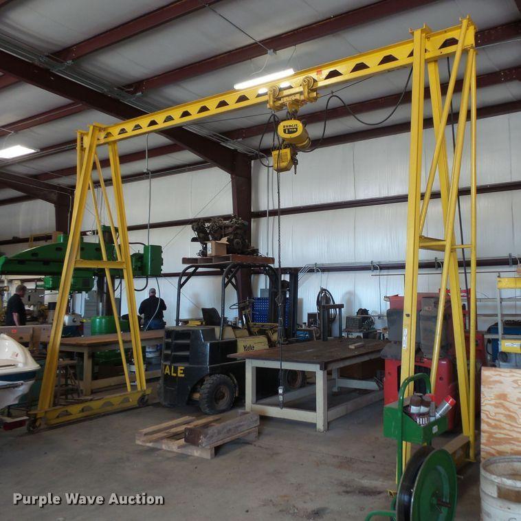 A-frame chain hoist