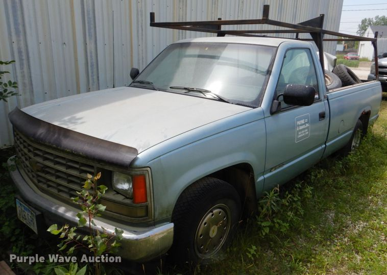 1990 Chevrolet C1500 pickup truck