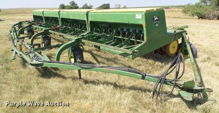 John Deere 9300 hoe grain drill