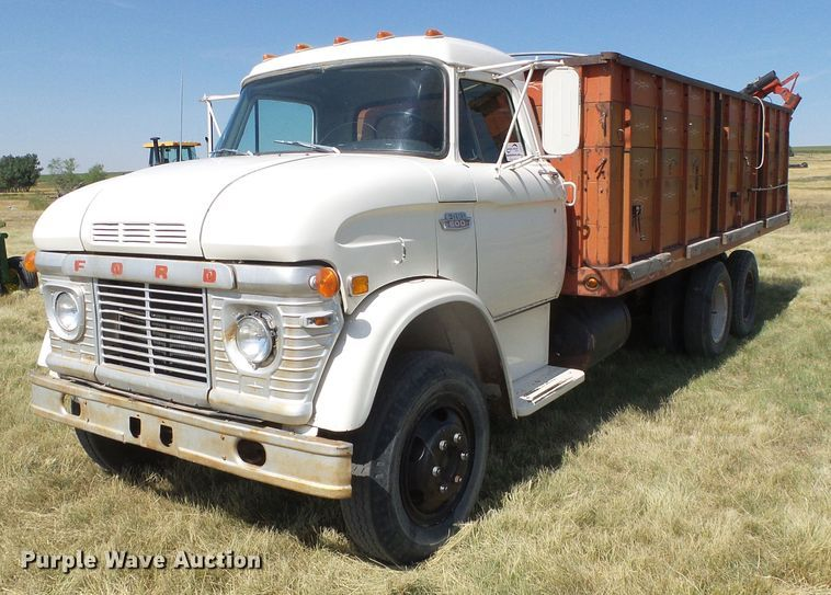1968 Ford 600 grain truck