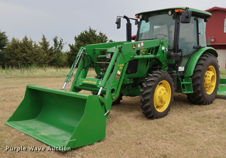 2017 John Deere 5075E MFWD tractor