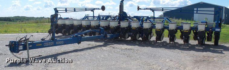 Kinze 3600 split row planter