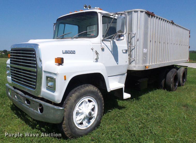 1986 Ford L8000 grain truck