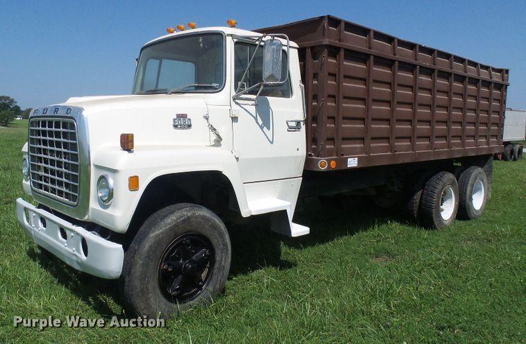 1979 Ford 800 grain truck