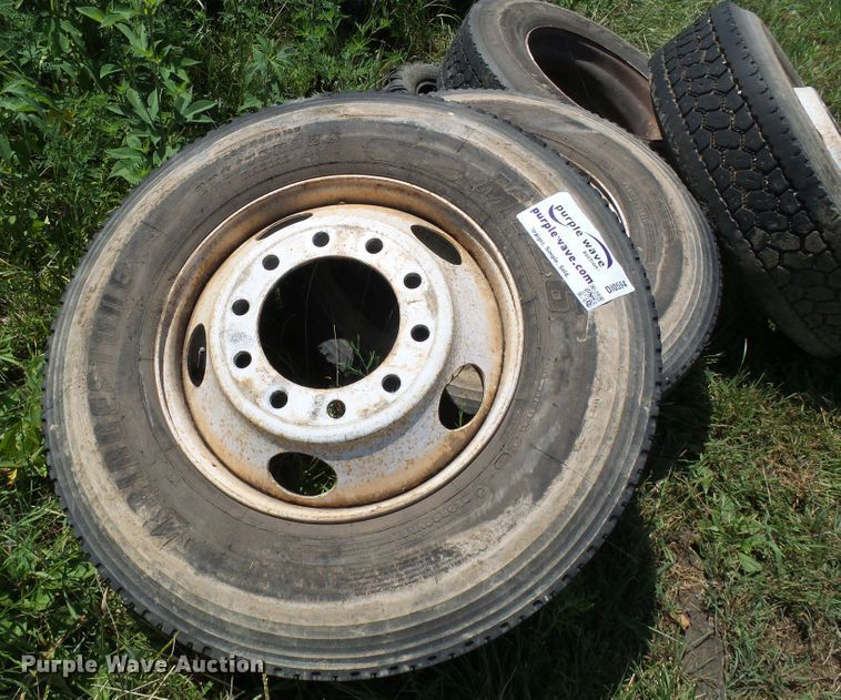 (6) 275/80R22.5 tires and wheels