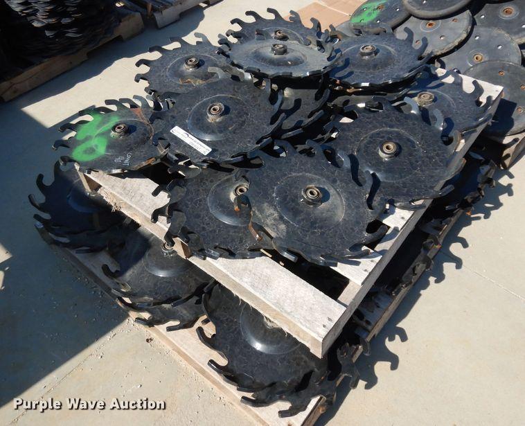 (40) spider closing wheels