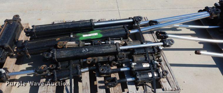 (17) hydraulic cylinders