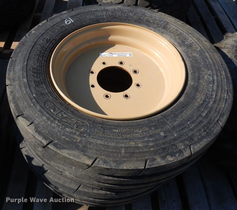 (2) 265/70R19.5 tires and wheels