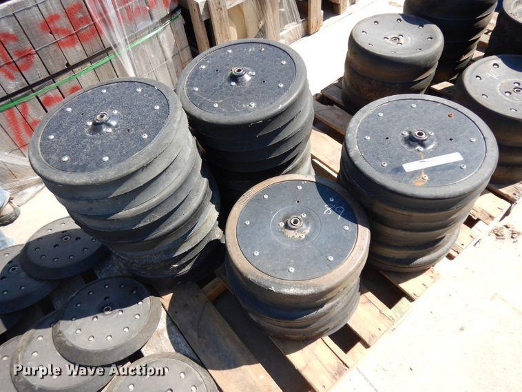 (35) gauge wheels