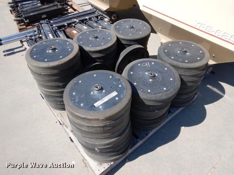 (52) gauge wheels
