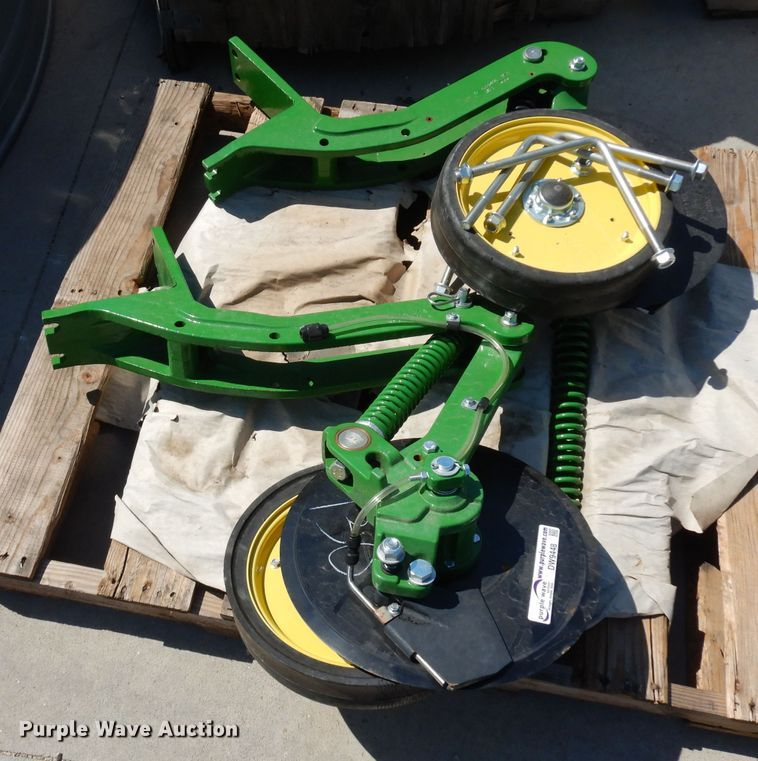 Left and right fertilizer coulters