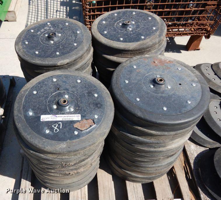 (40) gauge wheels