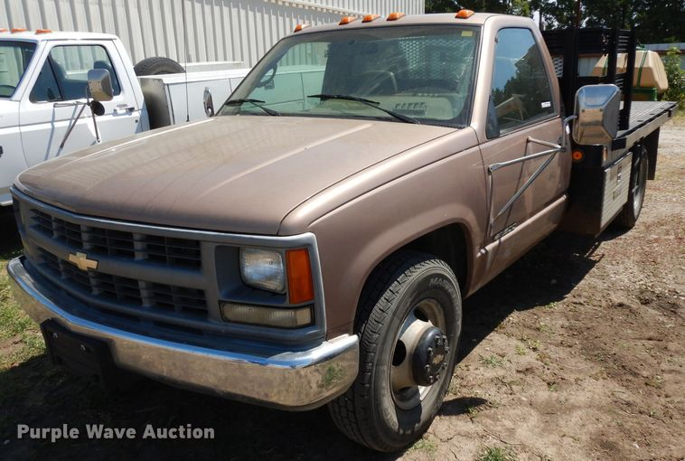 1995 Chevrolet Cheyenne 3500 flatbed pickup truck