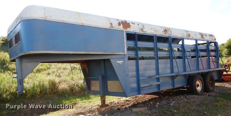 Trailmaster livestock trailer