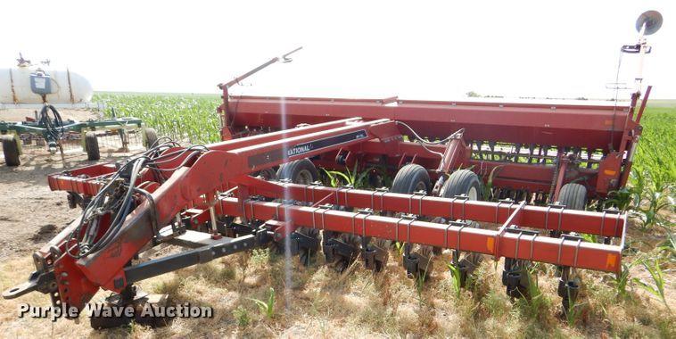 International 5400 Mulch Till grain drill