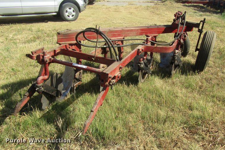 International 412 plow