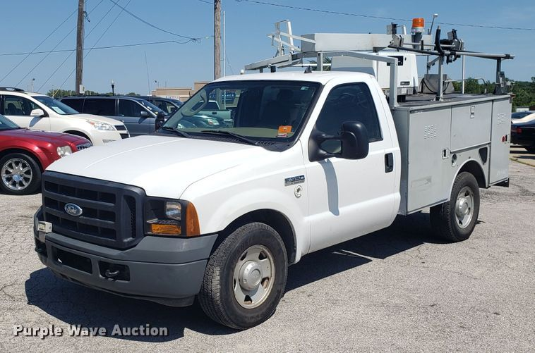 2006 Ford F350 Super Duty utility bed pickup truck