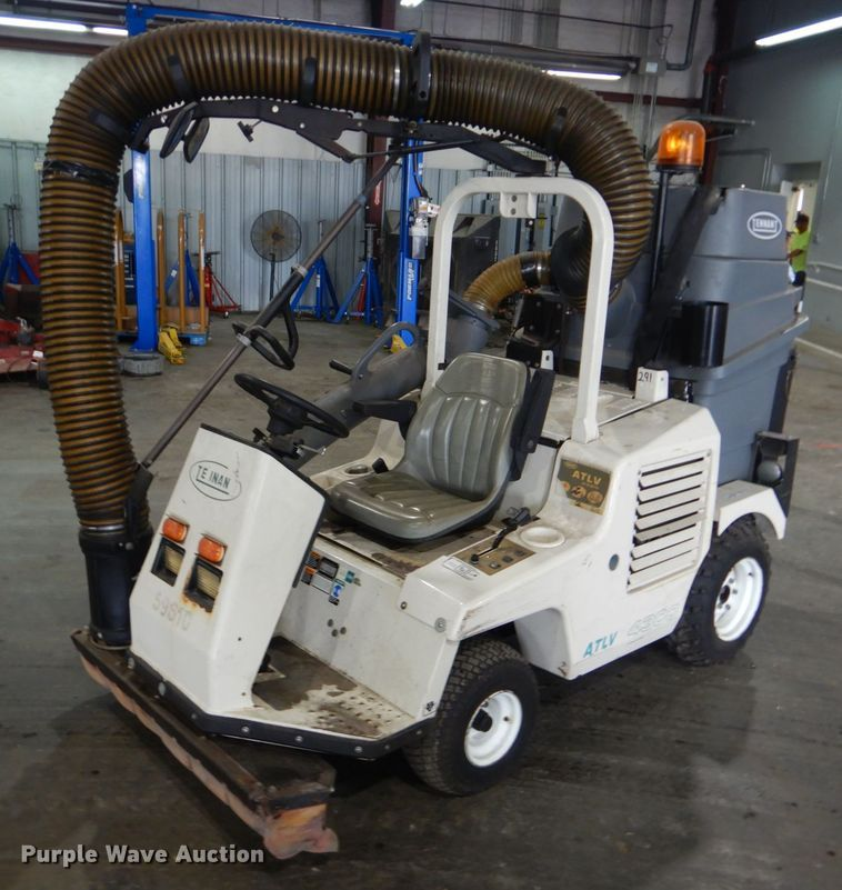 Tennant ATLV 4300 sweeper