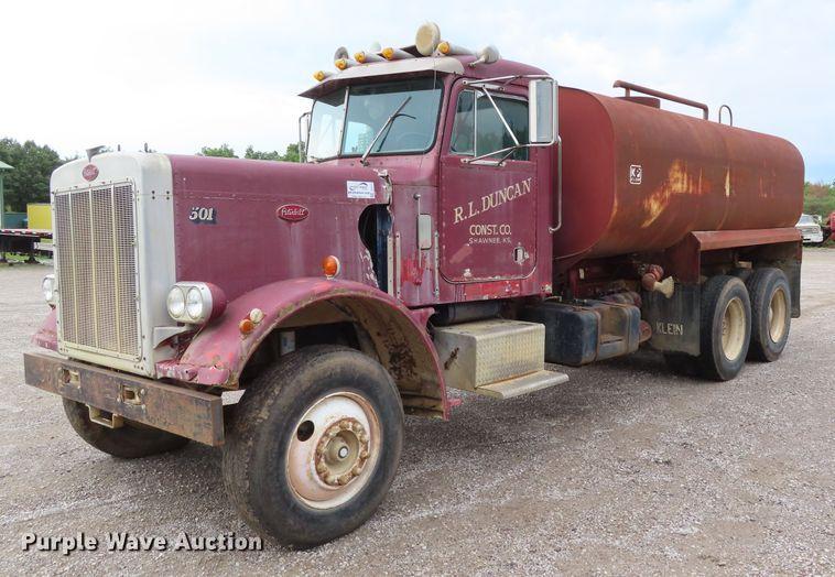1974 Peterbilt 359M tank truck