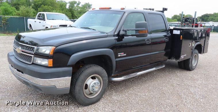 2005 Chevrolet Silverado 3500 Crew Cab utility bed pickup truck