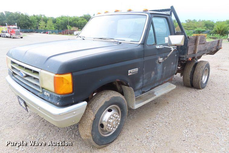1990 Ford F450 Super Duty flat dump bed truck