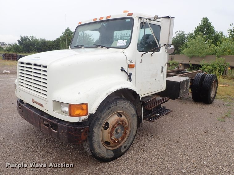 1990 International 4700 truck cab and chassis