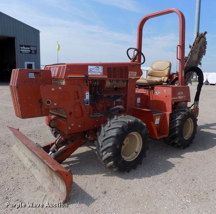 2004 Ditch Witch 3700DD trencher